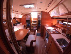 Interior Dufour 385 desde camarote proa